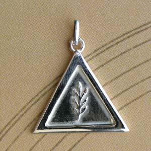 Triangle Argent RELIEF + ACACIA LONG